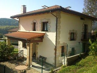 Maravillosa villa unifamiliar con terreno y porche, Usurbil