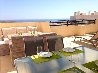 NEW/MODERN - Lovely Oasis Purple, Bonalba Golf (1C) - Sea & Golf views, Alicante