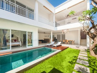 3BR Villa Seminyak/Oberoi,15mint walk to the beach