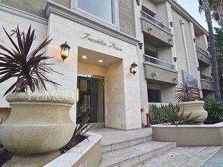 1 bedroom plus den PRIME LOCATION, West Hollywood