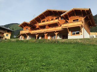 chalet l'etringa, centre of chatel, sleeps 12, Chatel