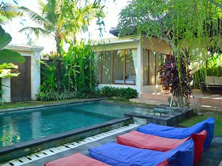 3 Bed room pool Villa close to Berawa Beach, Canggu