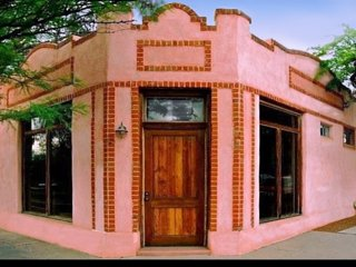 Upscale Converted Bakery: 4 Blocks from Streetcar:, Tucson