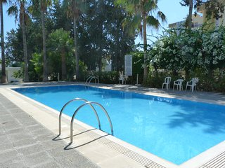 Super 3 bedroom apartment with pool, sea & wifi, Limassol