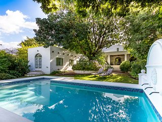Le Villa Du Soleil - a luxury villa on main road, Franschhoek