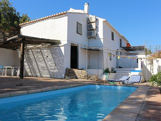 Casa Luna - gorgeous country hideaway with pool and aircon, Comares