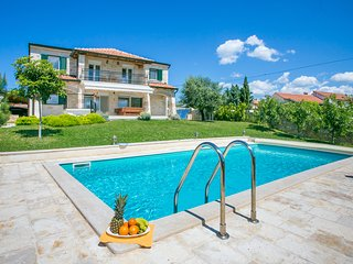 Modern Stone Villa Nika with Pool near the Sea, Tar