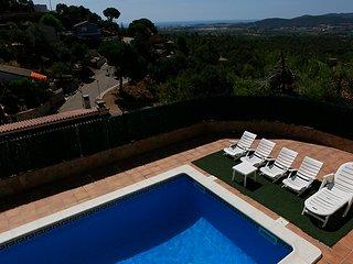 Espectacular casa con piscina y vistas al mar, Tordera
