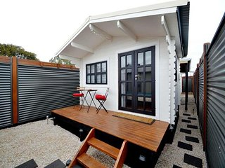 Modern funky fully self-contained 1 bedroom apartm, Semaphore
