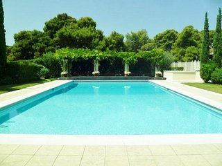 LUXURY BEACH FRONT MAISONETTE WITH SWIMMING POOL, Vouliagmeni