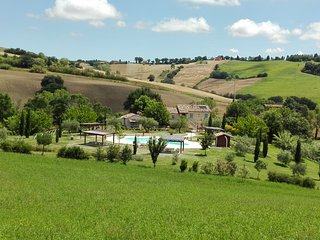 Borgo La Rovere: app. I GIRASOLI, Mondavio