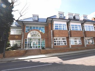 Stunning 2 bedroom apartment Central St Albans