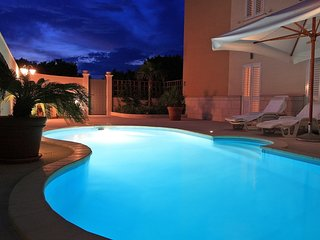 Lorena suite with pool and parking, Dubrovnik