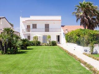 Villa Giulia fronte mare 2 appartamenti