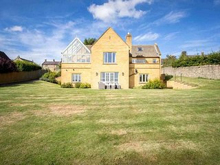 Landgate House is a spacious family home, peacefully located in Blockley
