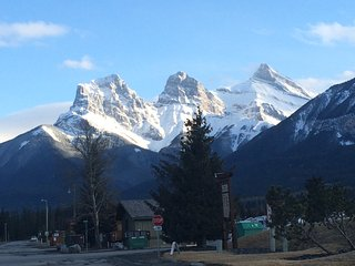 Rundle Cliffs Lodge Canmore - Spring Creek Luxurious 2BR 2BA second flr condo