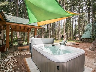 15% OFF MARCH SPECIAL-Painted Pony Cabin in Ponderosa Estates, HOT TUB, Wi-Fi