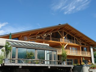 chalet de grand confort 17 personnes, piscine, spa