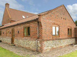 THE ANNEXE, all ground floor, private garden, pet-friendly, WiFi, Litcham, Ref