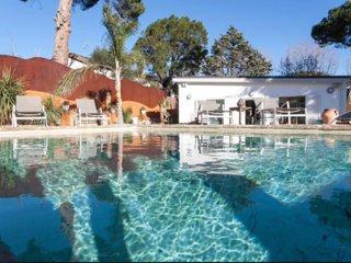 Casa con encanto, jardín y piscina