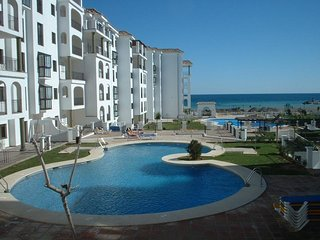 A lovely apartment, close to the marina and beach.