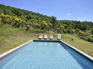 Villa Sasseto with private swimming pool, Castiglioncello del Trinoro
