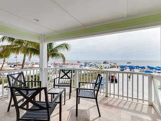 Direct Beachfront Luxury Suite in a Private Resort with Amazing Views -Brand, Fort Myers Beach