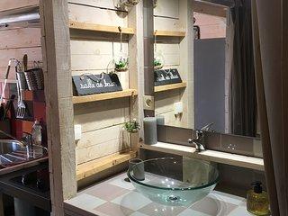 Salle de bain avec baignoire d'angle