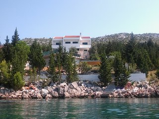 Beautiful apartment in front of the sea with infinity pool and private beach, Starigrad-Paklenica