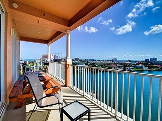 Harborview Grande  707 Harborview Grande 3 bedroom 2 bath Condo with Stunning