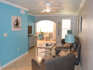 Barefoot Beach 1 Bedroom w/ Private Outdoor Patio, Indian Shores