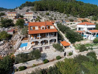 Villa Amfora- Six Bedroom Villa with Terrace, Private Pool, Jacuzzi and Sea View, Prizba