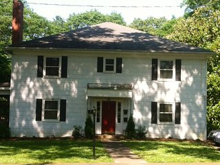 1 bed/1ba. APARTMENT  on Tree-lined Street., Spartanburg