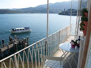 L'ANGOLO, apartment with balcony and lake view, Orta San Giulio