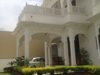 The Comfy Deluxe Room I (ROYAL HERITAGE VILLA), Udaipur