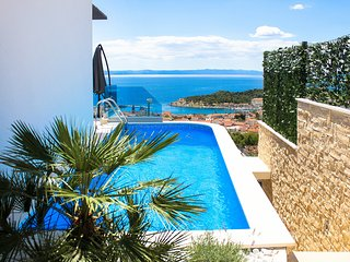 Villa with private pool in Makarska for 6 persons