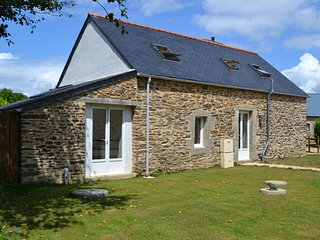 Beautiful renovated stone barn, Plonevez-du-Faou
