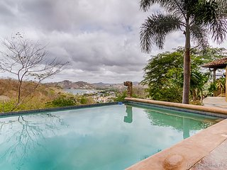 Views, Infinity Pool, Walking distance to town