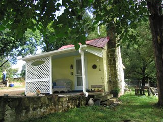 Valley Point Cottage in C-ville_near Farmington, Charlottesville