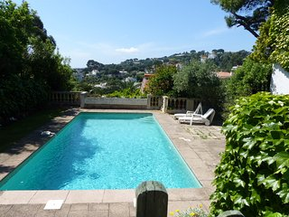 A spacious villa on the beautiful hill in Cannes