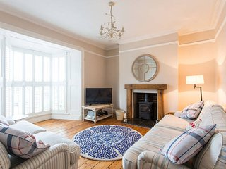 Boutique Mumbles Cottage - with parking & sea view