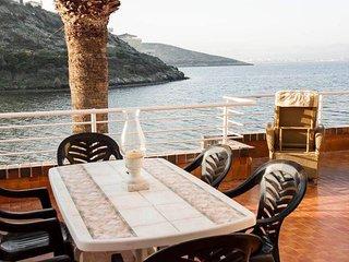 Enjoy eating on the balcony