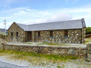 TEACH NA NAINGEAL, detached bungalow, en-suites, open fire, Letterfrack, Ref