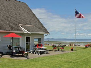 Waterfront 2BR Bow Home on Samish Island!