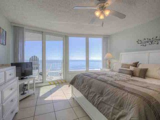BREATHTAKING VIEWS Beautiful Oceanfront, 2/2 Condo, Sleeps 8, Car-free Beach, Daytona Beach Shores