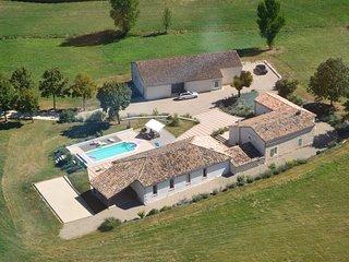 Maison de charme au calme avec piscine et jacuzzi