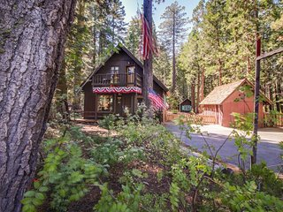 Cabin-style vacation home w/ so much history  - walk to the lake!