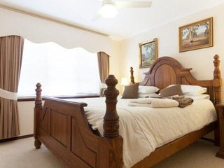 Mary's Bed and Breakfast-  The king Studio, Mount Claremont