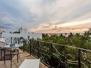 Las Tres Vistas (3) - Two Story Condo With Sweeping Ocean Views, Cozumel