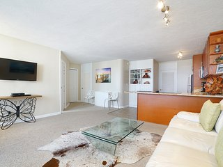 LUXURY BEAUTIFUL RENOVATED 1000 SF CONDO, Honolulu
